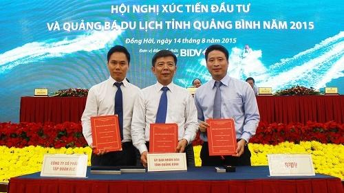 Đại diện UBND tỉnh Quảng Bình, Tập đoàn FLC và Ngân hàng BIDV cùng ký bản ghi nhớ cam kết đầu tư tổ hợp 10 sân golf tại Quảng Bình