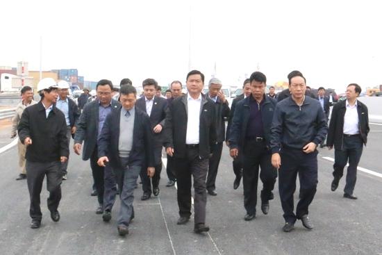 Bộ trưởng Đinh La Thăng kiểm tra dự án đầu tư xây dựng đường cao tốc Hà Nội- Hải Phòng. Ảnh Mt.gov.vn