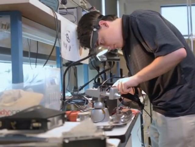 Ngay từ khi còn rất nhỏ, Luckey đã nuôi dưỡng niềm đam mê kỹ thuật và công nghệ.