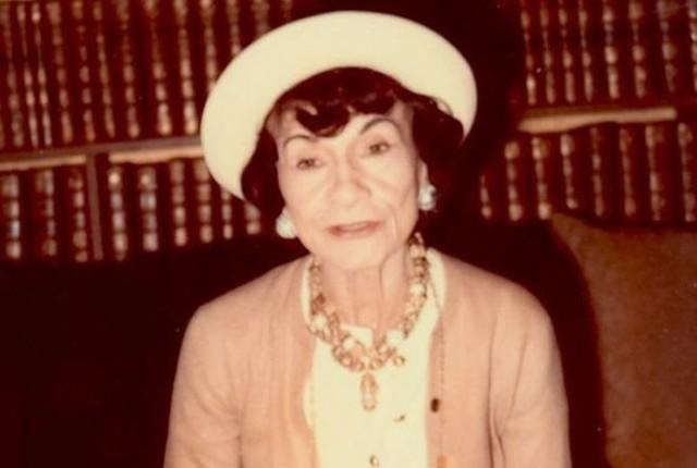 Trang Business Insider cho biết, huyền thoại thời trang Coco Chanel đã lựa chọn mùi hương thứ 5 mà nhà chế tạo nước hoa Ernest Beaux làm riêng cho bà. Ngày mà sản phẩm nước hoa này chính thức ra mắt là ngày 5/5/1921.