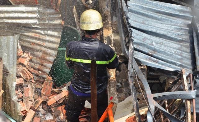 Khung cảnh đổ nát sau vụ cháy kinh hoàng.