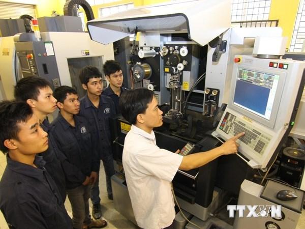 Đào tạo kỹ năng nghề cho lao động là một yếu tố quan trọng đảm bảo lao động không bị thất nghiệp khi chuyển dịch cơ cấu kinh tế. (Ảnh minh họa: TTXVN)