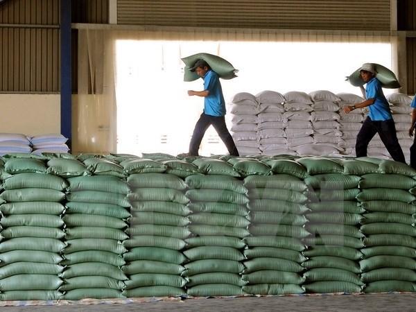 Nhiều nhà phân tích cho rằng, môi trường kinh tế hiện nay của Việt Nam rất yếu, thấp kém ở nhiều lĩnh vực do đó hơn lúc nào hết cần phải có giải pháp đột phá. (Ảnh: TTXVN)