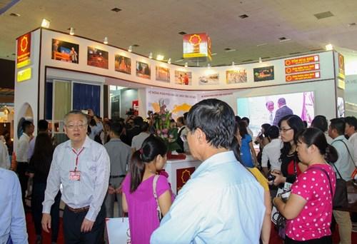 Ống kẽm Hoa Sen là sản phẩm chủ đạo Tập đoàn Hoa Sen giới thiệu tại Triển lãm Quốc tế Vietbuild Hà Nội 2015.