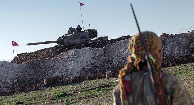 Xe tăng Thổ Nhĩ Kỳ gần biên giới Syria ngày 22-2-2015 - Ảnh: AP