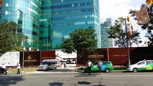 Khu đất dự án Lavenue Crown nằm cạnh tòa nhà Diamond Plaza, nhà thờ Đức Bà, Dinh Thống Nhất... có diện tích gần 5.000m2 nhưng hiện nay cho vài chủ thuê để làm bãi giữ xe.