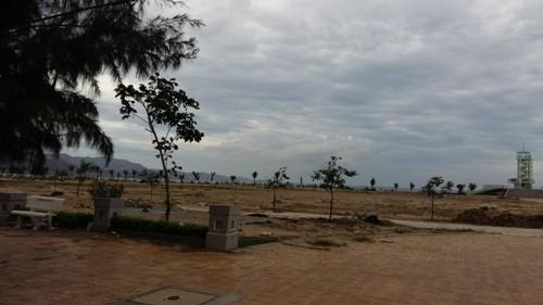 Cảnh hoang tiền phần diện tích đất rộng hơn 4ha dành đầu tư Nhà hát san hô của Tập đoàn Thanh Niên.