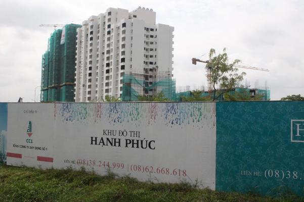 Khu đô thị Hạnh Phúc nằm trên đường Nguyễn Văn Linh cũng vừa được tái khởi công xây dựng sau nhiều năm khá chậm.