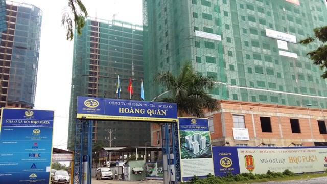 Hưởng lợi từ trục đường Nguyễn Văn Linh kéo dài từ quận 7 đến huyện Bình Chánh, dự án nhà ở xã hội của công ty Hoàng Quân đang được xây dựng hoàn thiện.