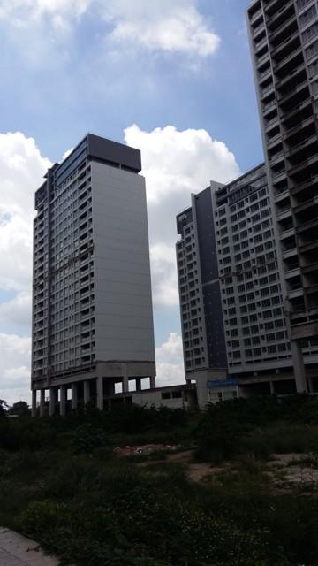 Cảnh hoang lạnh của dự án căn hộ cao cấp hiện nay.