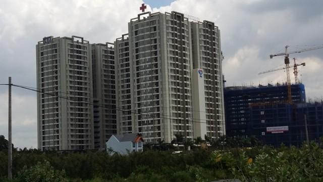 Nằm cách UBND quận 2 khoảng 50m, một loạt các dự án BĐS cao tầng, bệnh viện, trường học đang xây dựng ngày đêm.