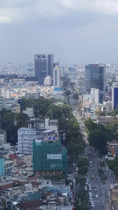 Dự án Viettel Complex (ở bên trái ) nhìn từ tòa nhà AB ngay quận 1. Dự án tọa lạc ngay trung tâm quận 10, nơi có một số dự án chung cư, thương mại lớn khác của tập đoàn Hà Đô, Malaysia...