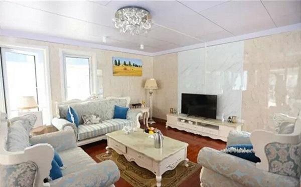 Phòng khách được thiết kế theo phong cách quý phái