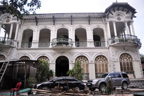 Chủ của căn biệt thự là hai cụ Đặng Kim Chi (sinh năm 1938) và Nguyễn Kim Sa Dang (sinh năm 1934).