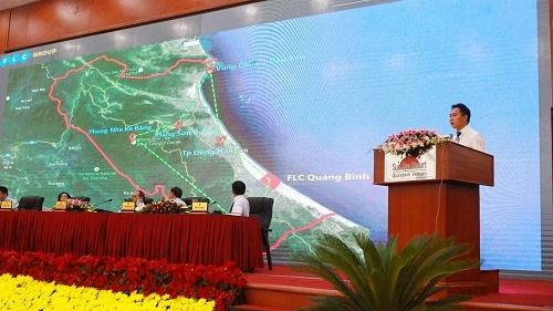Ông Đặng Tất Thắng, Phó Tổng giám đốc Tập đoàn FLC giới thiệu ý tưởng đầu tư tổ hợp sân golf tại Quảng Bình