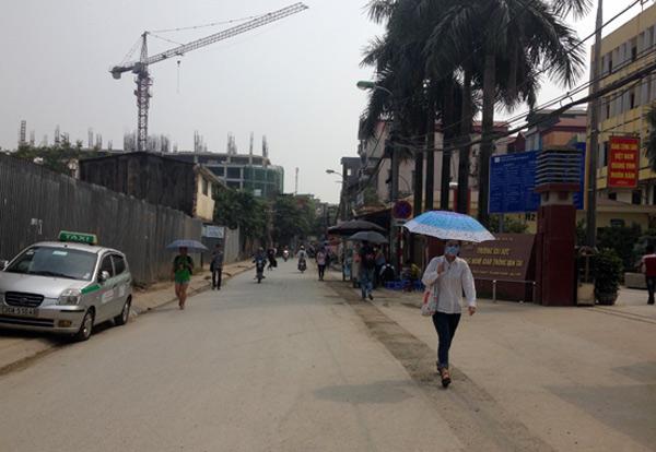Trường ĐH GTVT ở phố này khiến cho đường càng thêm chật chội vì lượng phương tiện đi lại quá lớn
