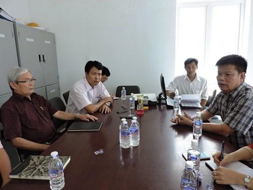 Đại diện Liên doanh Toàn Mỹ 14 – Băng Dương trao đổi với cơ quan báo chí