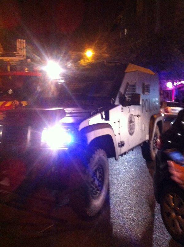 Xe bọc thép của cảnh sát Pháp được huy động tới hiện trường các vụ tấn công.