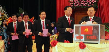 Các đại biểu bầu BCH khóa mới. Ảnh Cổng TTĐT Thái Nguyên