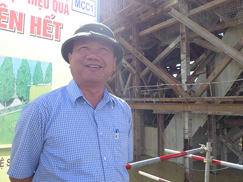 Bộ trưởng Đinh La Thăng khảo sát dự án Cải tạo, nâng cấp mở rộng Quốc lộ 1 đoạn đi qua tỉnh Thanh HóaẢnh: BẢO TRÂN