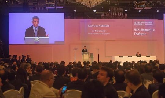 Thủ tướng Lý Hiển Long phát biểu khai mạc Đối thoại Shangri-La 2015. Ảnh: THANH TUẤN