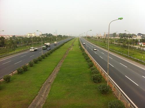Đại lộ Thăng Long nối khu chung cư với trung tâm Mỹ Đình và cách Siêu thị Big C khoảng gần 6km