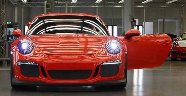 """Chiếc Porsche 911 là một trong những siêu xe nổi tiếng nhất thế giới. Tại sao lại là """"911""""?"""