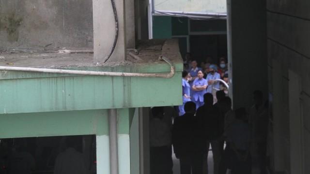 Xe của bệnh viện đưa ông Nguyễn Bá Thanh về nhà - Ảnh HỮU KHÁ