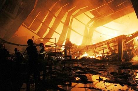 Hình ảnh ghi nhận tại hiện trường vụ cháy Công ty TNHH Yupoong Việt Nam.