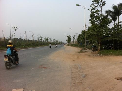 Đường dân sinh ngay phía trước dự án