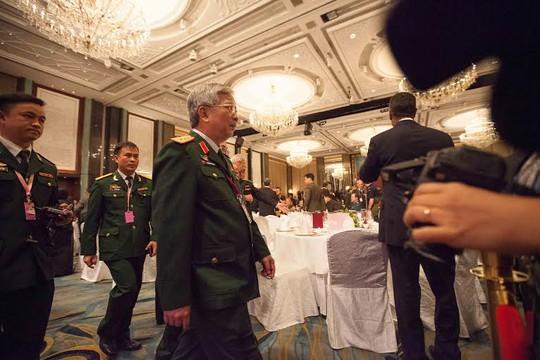 Thượng tướng Nguyễn Chí Vịnh, Thứ trưởng Bộ Quốc phòng, dẫn đầu Việt Nam tại lễ khai mạc Đối thoại Shangri-La tối 29-5. Ảnh: THANH TUẤN