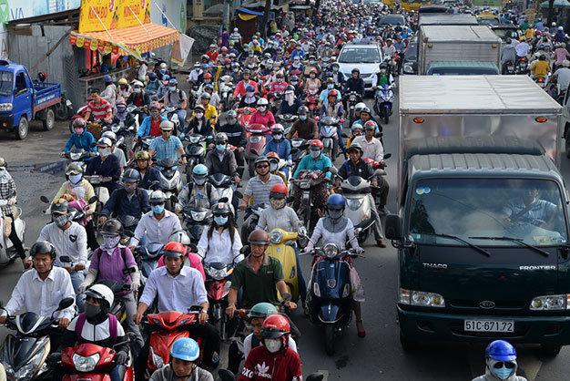 Xe cộ thường xuyên kẹt cứng tại giao lộ Hoàng Minh Giám - Phổ Quang - Đào Duy - Ảnh: Hữu Khoa