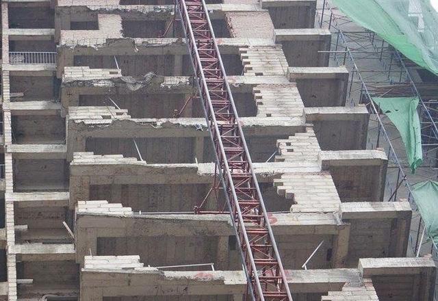 Hình ảnh chiếc thang vận bị nạn.