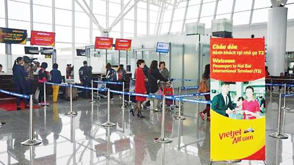Quầy check-in, phòng chờ, cửa ra tàu bay, băng trả hành lý; 96 quầy làm thủ tục hàng không và 10 kios check-in cho hành khách đi tự làm thủ tục.