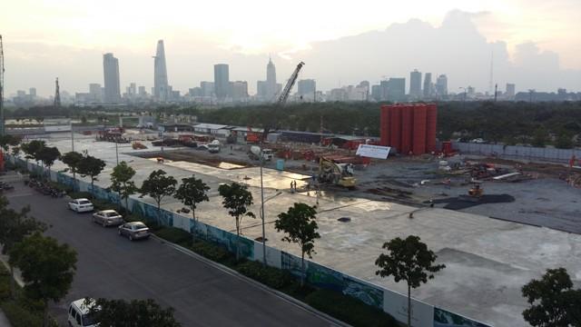 Nằm ngay trên đường Mai Chí Thọ, khu vực này đang thi công rầm rộ các dự án BĐS lớn thuộc khu đô thị Sala.