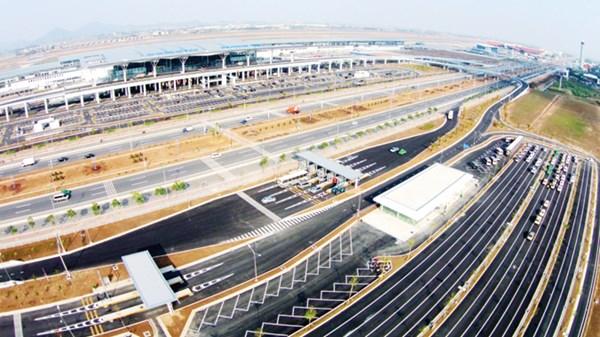 Kiến trúc hiện đại kết nối một con đường cao tốc 6 làn và một cây cầu công nghệ cao ấn tượng với khu vực trung tâm Thủ đô Hà Nội (cầu Nhật Tân).