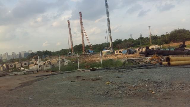 Trên công trường thi công dự án cầu Thủ Thiêm 2.