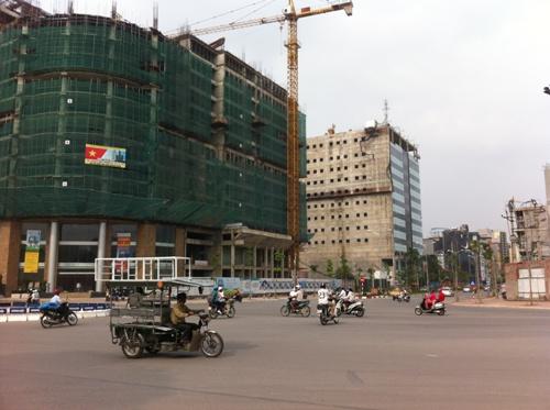 Các căn hộ tại đây đang được chủ đầu tư bán với giá từ 27 triệu đồng/m2. Giá này đã giảm nhiều so với mức giá từ 34 - 37 triệu đồng/m2 mà chủ đầu tư đưa ra hồi năm 2011