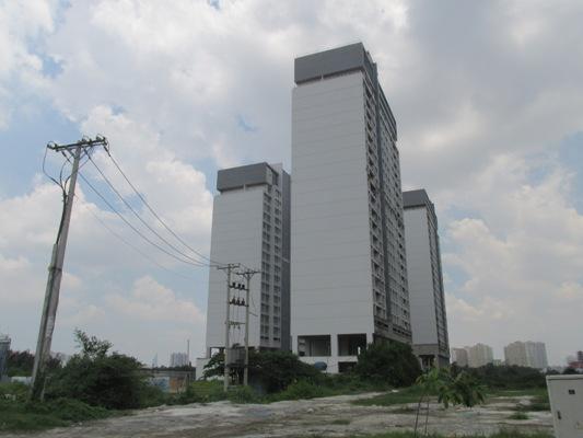 Dự án nằm ngay cửa ngõ ra vào cảng Cát Lái, trung tâm của quận 2, nhưng đã không được hoàn thành như các cam kết của PVC Land.