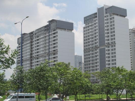 Tổ hợp công trình PetroVietnam Landmark nằm trên khuôn viên gần 19.000 m2 gồmchung cư cao cấp, trung tâm thương mại và văn phòng. PVCLand)đã bán 410/418căn hộ chung cư cho cán bộ công nhân viên ngành dầu khí và cả khách hàng bên ngoài.