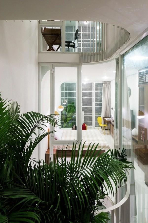 Nhờ cây xanh và ánh sáng tự nhiên, ngôi nhà lúc nào cũng thông thoáng và tươi mới.