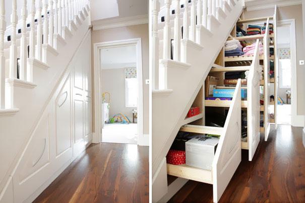 Gầm cầu thang biến thành những tủ đựng đồ vô cùng tiện dụng và gọn gàng.