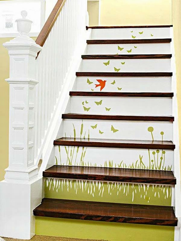 Cầu thang nhà bạn sẽ hoàn toàn được thay áo mới khi được trang trí bằng giấy dán tường với những họa tiết cực bắt mắt.