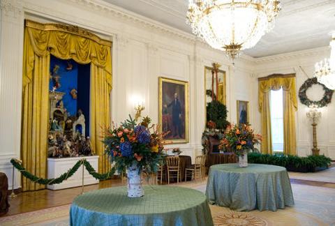 Phòng lớn nhất trong Nhà Trắng, phòng Phía đông là phòng khán giả công cộng. Phòng chứa những đồ nội thất nhỏ và theo truyền thống thường là nơi tổ chức các buổi họp mặt lớn.