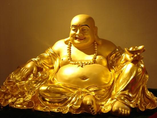 Phật Di Lặc với cái bụng thật lớn và cái miệng cười thật tươi.