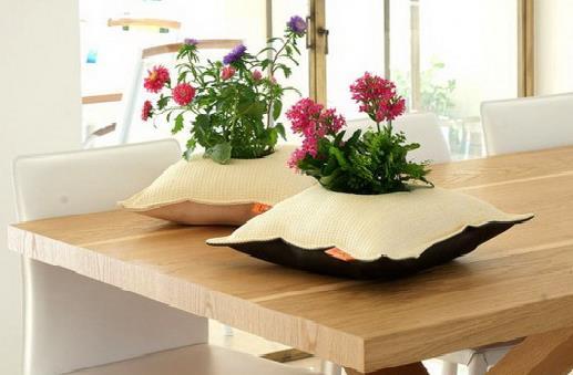 Những chiếc gối trồng cây này được làm từ một loại vải không thấm nước chất lượng cao giúp bạn có thêm một lựa chọn cho chiếc chậu cây trang trí cho ngôi nhà thân yêu của mình.