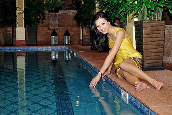 Bể bơi là nơi mà Hoa hậu Ngô Mỹ Uyên ưa thích để thư giãn.