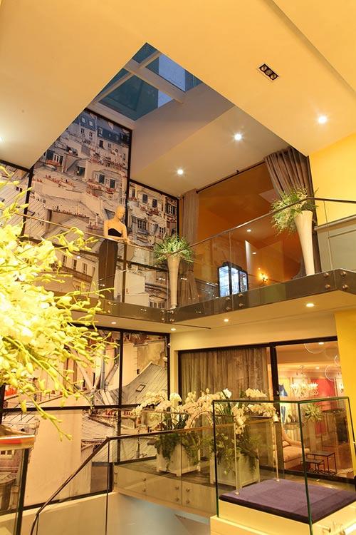Căn nhà được thiết kế theo phong cách hiện đại nhưng kiêu sa.