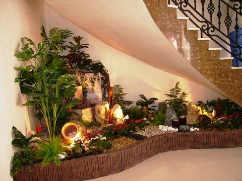 Một góc vườn với cây xanh và sỏi trắng là điểm nhấn sinh động và đẹp mắt trong ngôi nhà bạn