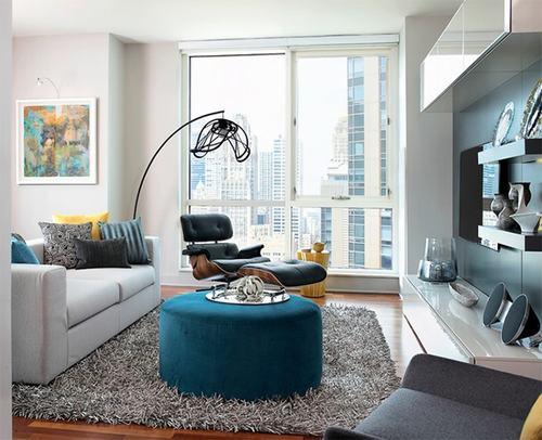 Những tấm thảm lông như thế này không chỉ mang lại sự ấm áp cho đôi chân mà còn tạo ra một nét thiết kế mới lạ, độc đáo kết nối căn phòng với mọi đồ vật.